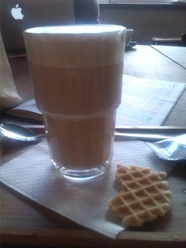 "alt=""latte"""