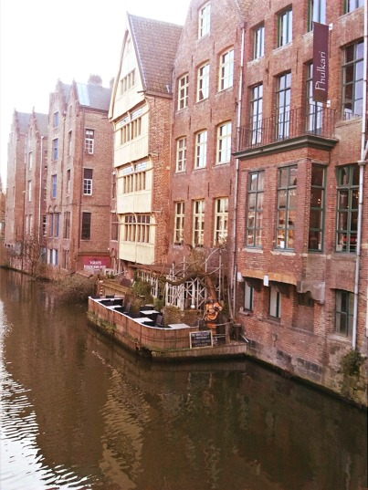 "alt=""buildings by canal"""