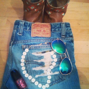 alt=<festival outfit>