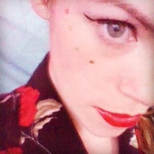 alt=<festival make-up>