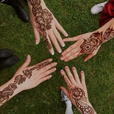alt=<henna hands>