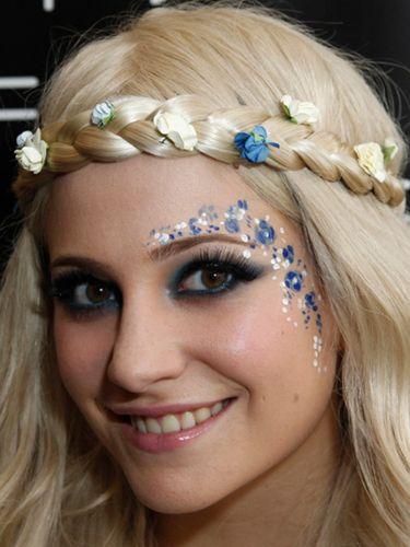 alt=<pixie lott festival makeup>