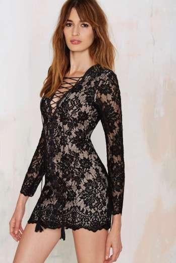alt=<lace up dress>