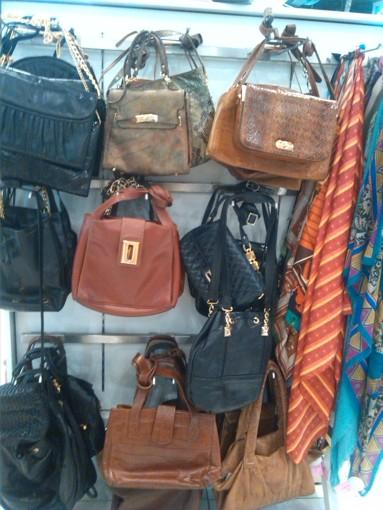 alt=<vintage handbags>