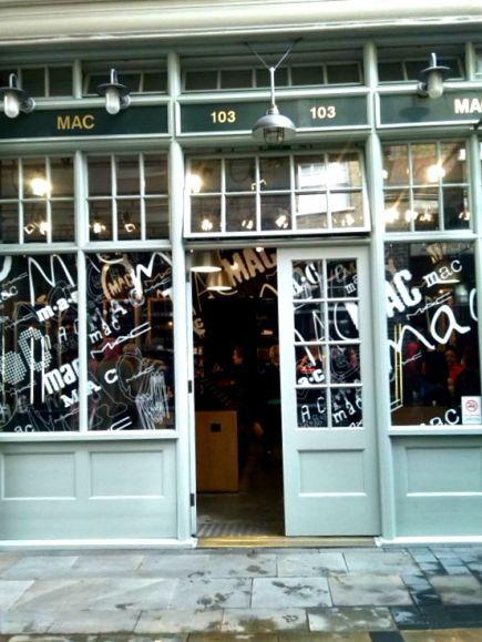alt=<mac store facade>