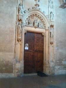 alt=<doorway>