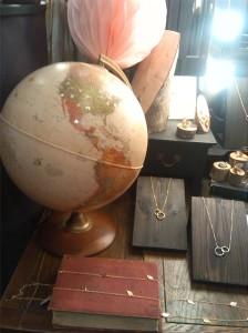 alt=<globe>