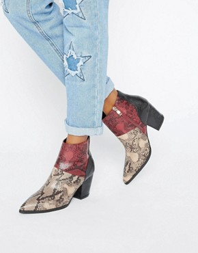 alt=< ankle boots>
