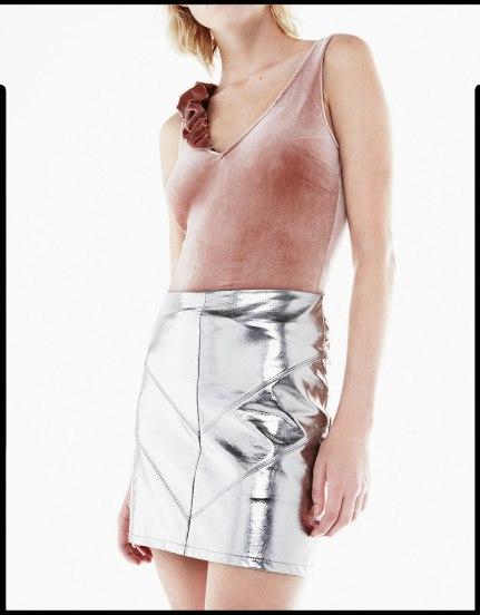 alt=< silver mini skirt>