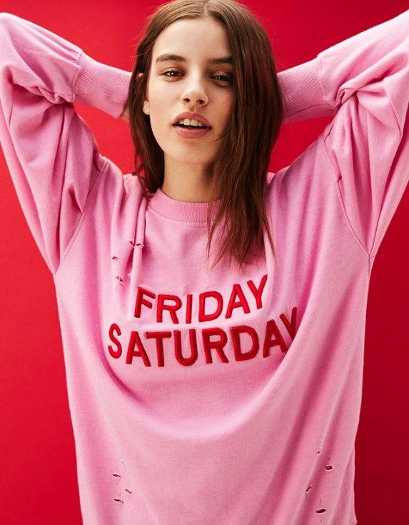 alt=<Bershka-pink-sweater>