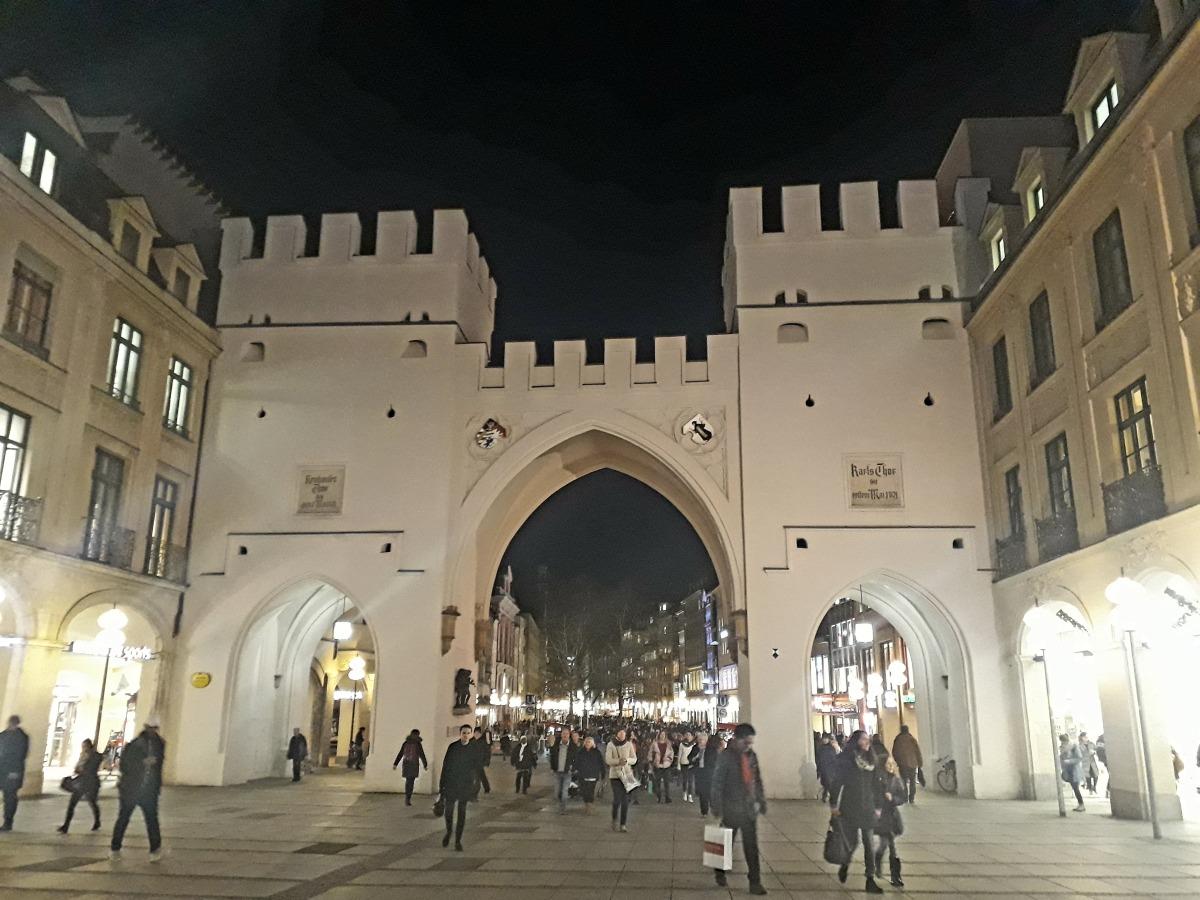 Archway to Kaufingerstrasse