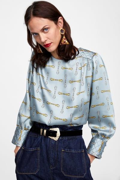 alt=<Chain print blouse>