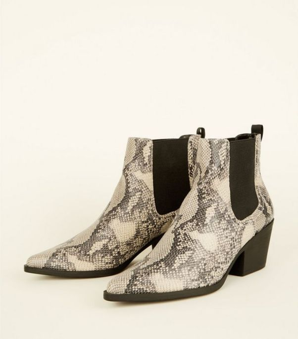 alt=snakeskin-boots>
