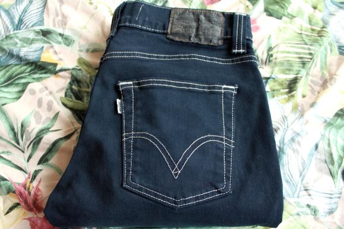 alt=<levis 511 jeans>